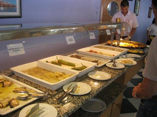 Hotel Felipe II : buffet de segundos platos