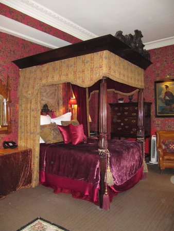 The Witchery by the Castle: Four-poster in the Inner Sanctum