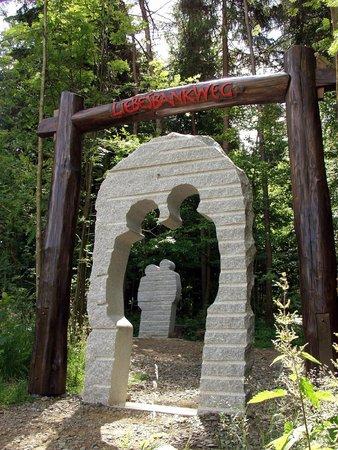 Hahnenklee-Bockswiese, Germany: Tor der Liebe auf dem Liebesbankweg