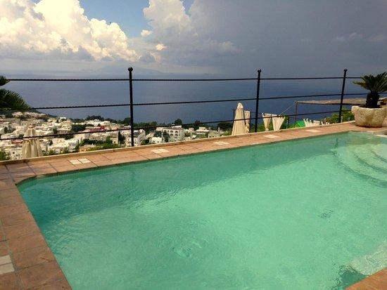 Monte Solaro: Pool mit Aussicht