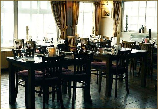 The Ship Inn Restaurant: Our restaurant with a sea view