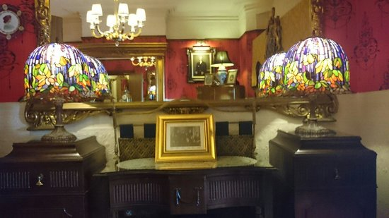 The Lonsdale Hotel: front lounge