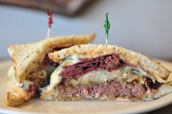 Goldberg's Bagel Company & Deli Buckhead: Deli Burger