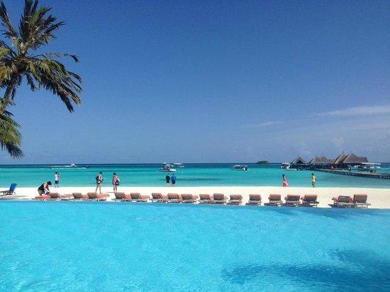 Club Med Kani : Piscine surveillée et plage