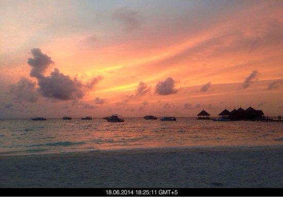 Club Med Kani : Coucher du soleil sur le plage