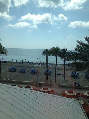 Hollywood Beach Marriott: View from the 3rd floor hallway (looking towards the beach)