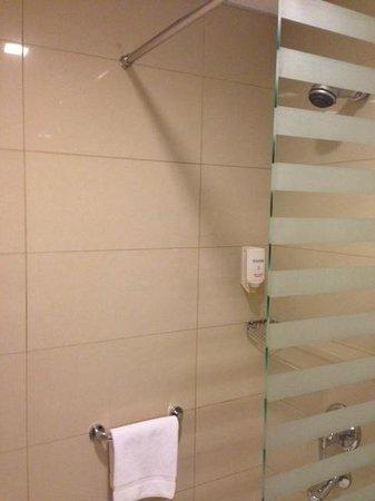 Citymax Al Barsha: bathroom1