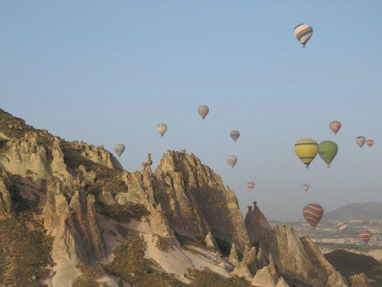 SOS Cave Hotel: balloon ride