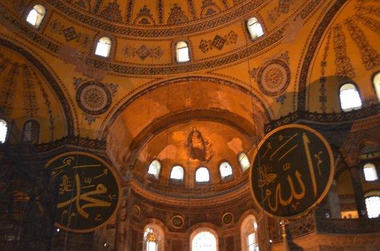 Musée et basilique Sainte-Sophie : купол
