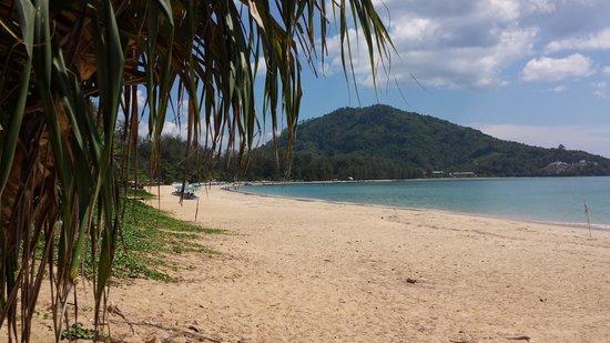 Dewa Phuket Resort Nai Yang Beach: Looking south to main area of Nai Yang beach