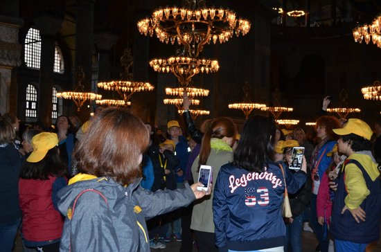 Musée et basilique Sainte-Sophie : Азиатские туристы пилят selfie