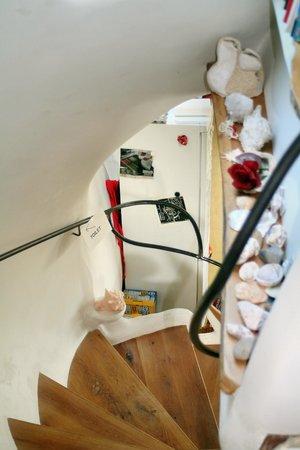 B&B Gaudi aan de Rijn: Treppe zum Aufenthaltsraum