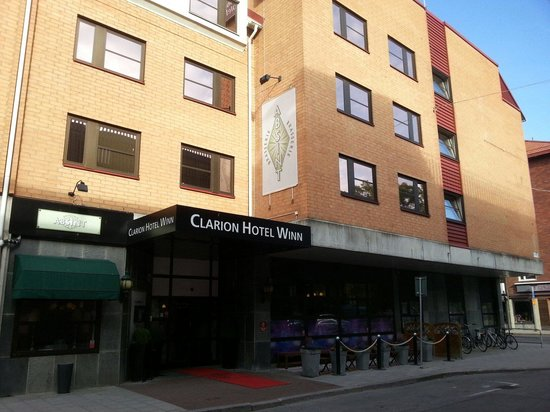 Clarion Hotel Winn: Front entrance