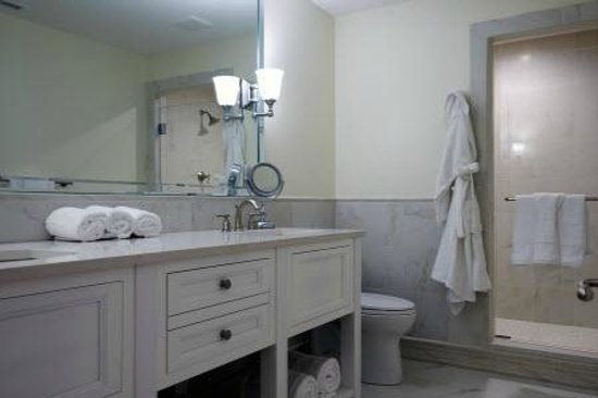 The Park On Main Hotel: Superior King Suite Bathroom