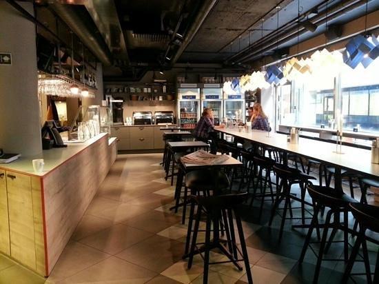 STF Goteborg City Hotel: Breakfast and lobby