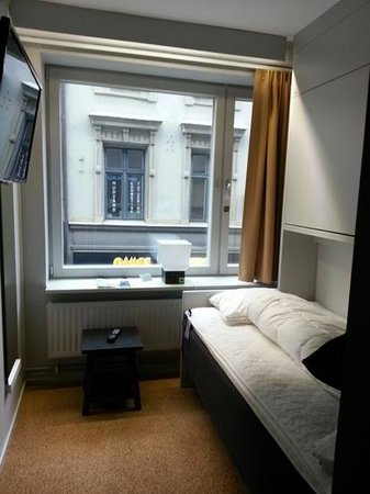 STF Goteborg City Hotel: small double bed room... very very small!
