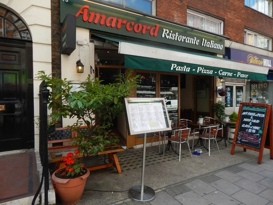 Amarcord Italian Restaurant: Restaurant from outside