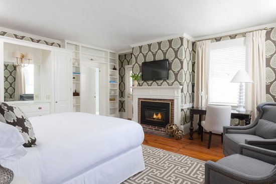 Captain Fairfield Inn : Our soothing and serene NEW Lark Suite