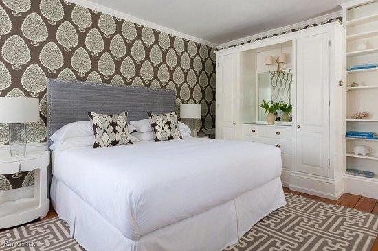 Captain Fairfield Inn: Gorgeous decor of our NEW Lark Suite