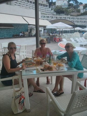 Rixos Hotel Libertas : Having lunch by the pool