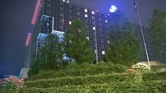 Hilton Prague: Hotel outside