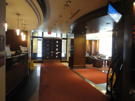 Residence Inn Toronto Downtown/Entertainment District: Main lobby and entrance to breakfast area