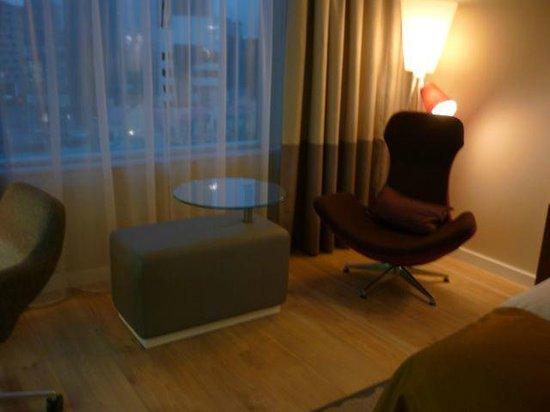 Radisson Blu Sky Hotel: お洒落な椅子たち