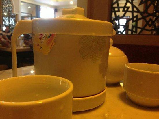 Telaga Seafood Restaurant: Pot of tea with mint (RM8)