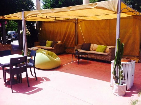 Residence Solemare: Zona relax piscina