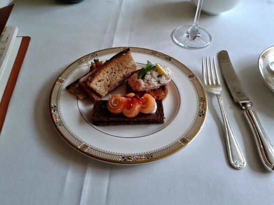 Afternoon tea at The Dorchester Hotel: sandwiches so delicious no faults