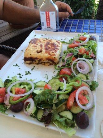 Karousos Beach Restaurant: Мусака 👍