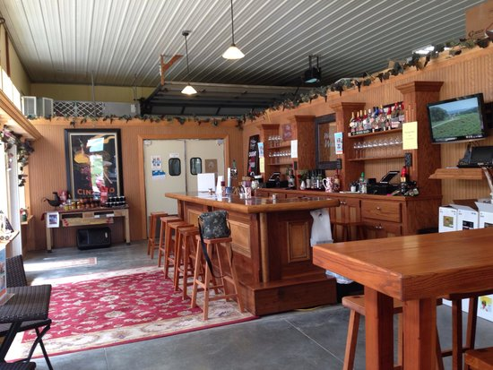 Wide River Winery: Tasting room