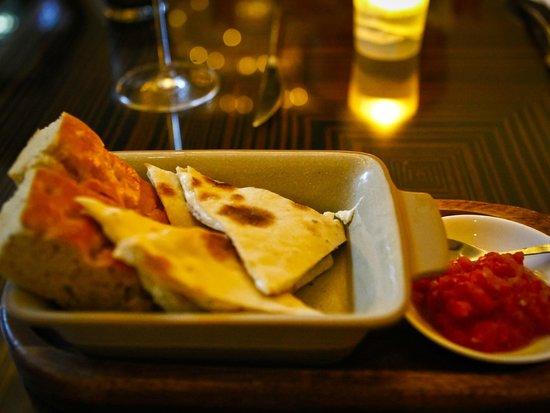 Jojo at The St. Regis Bangkok: ขนมปังออเดริฟที่อร่อยมาก