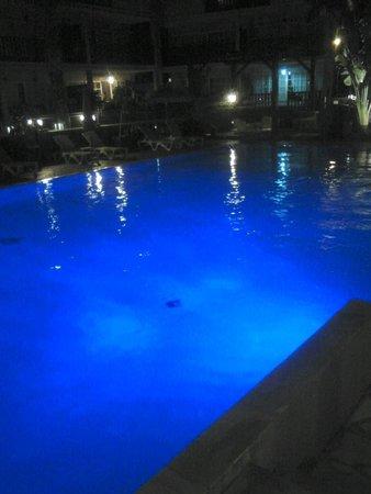 Hôtel Les Créoles : la piscine la nuit