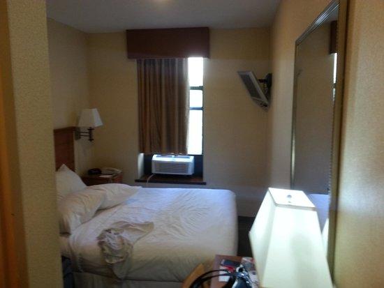 Econo Lodge Times Square: 3rd floor new AC units:)