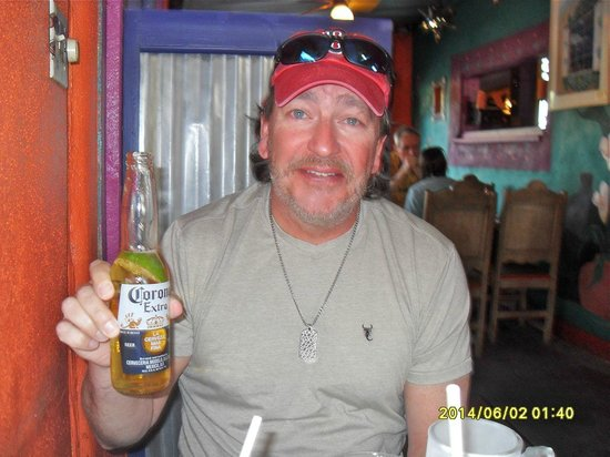 Orlando's New Mexican Cafe: Enjoying a beer before dinner.