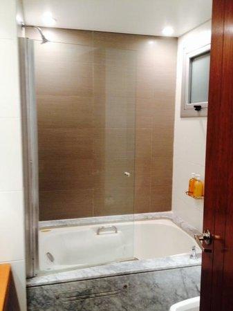 Mine Hotel Boutique: Banheiro com Banheira