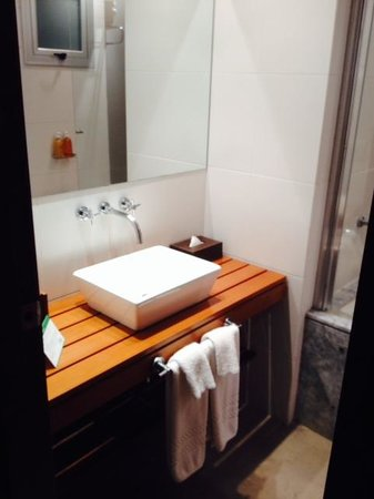 Mine Hotel Boutique: Pia do Banheiro