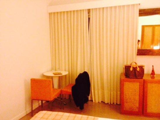 Mine Hotel Boutique: Quarto muito agradável, com frigobar e cafeteira