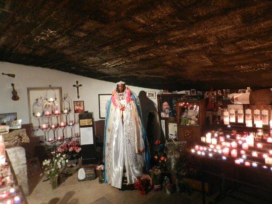 Église des Saintes-Maries : cripta di santa Sara