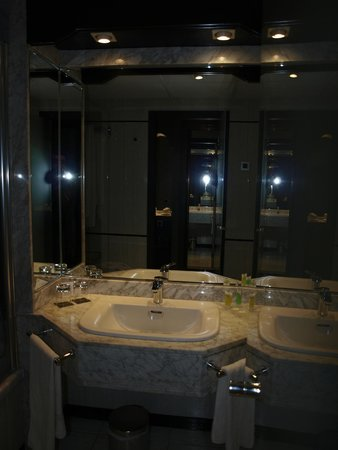 Sercotel Gran Hotel Luna de Granada : baño