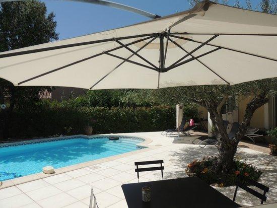 Carnas, France : A l'ombre côté piscine