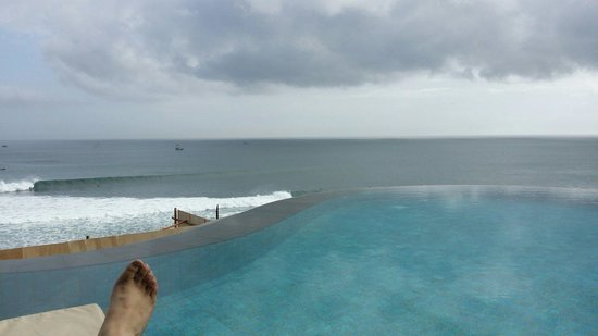 Anantara Uluwatu Bali Resort : The public inifinity pool