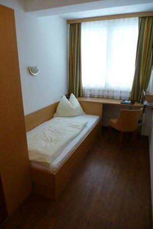 Pension Zillertal: Einzelzimmer Haupthaus