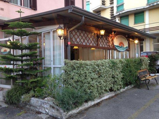 Il riccio marina di massa restaurant reviews phone number photos tripadvisor - Bagno la cicala marina di massa ...