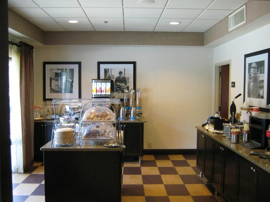 Hampton Inn Mount Dora: Breakfast Buffet