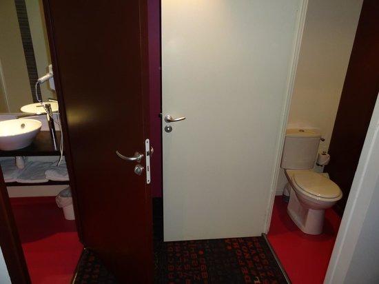 Hôtel Le Ceïtya : Chambre 10 - Cabinet de toilette et WC séparés
