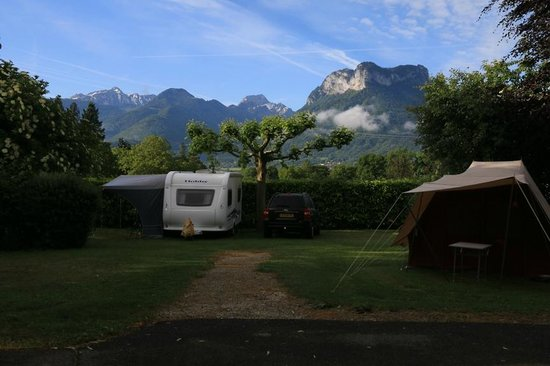 Camping La Ravoire: View from our pitch in the campsite