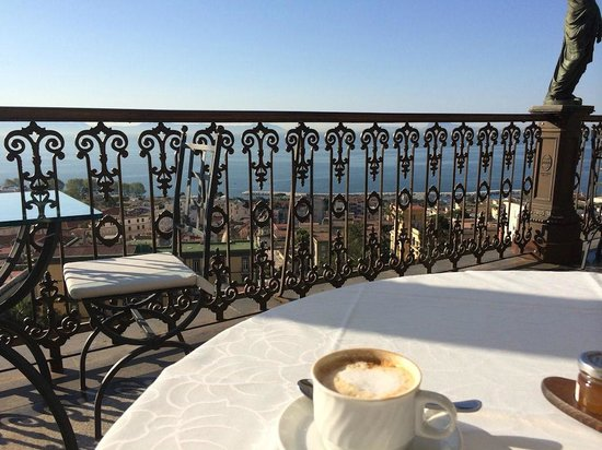 Grand Hotel Parker's: The view from the terrace at breakfast