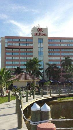 Hilton Palm Beach Airport: Tiki Bar